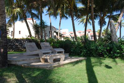 Bahia Residence - green area by beach - view 2